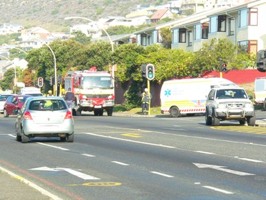 Road accident at Kommetjie Rd Quarry Rd intersection